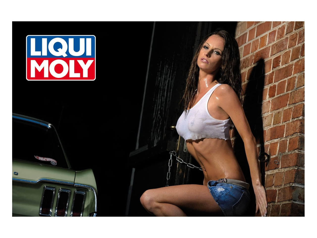 neuer kalender von liqui moly huebsche girls und schicke autos
