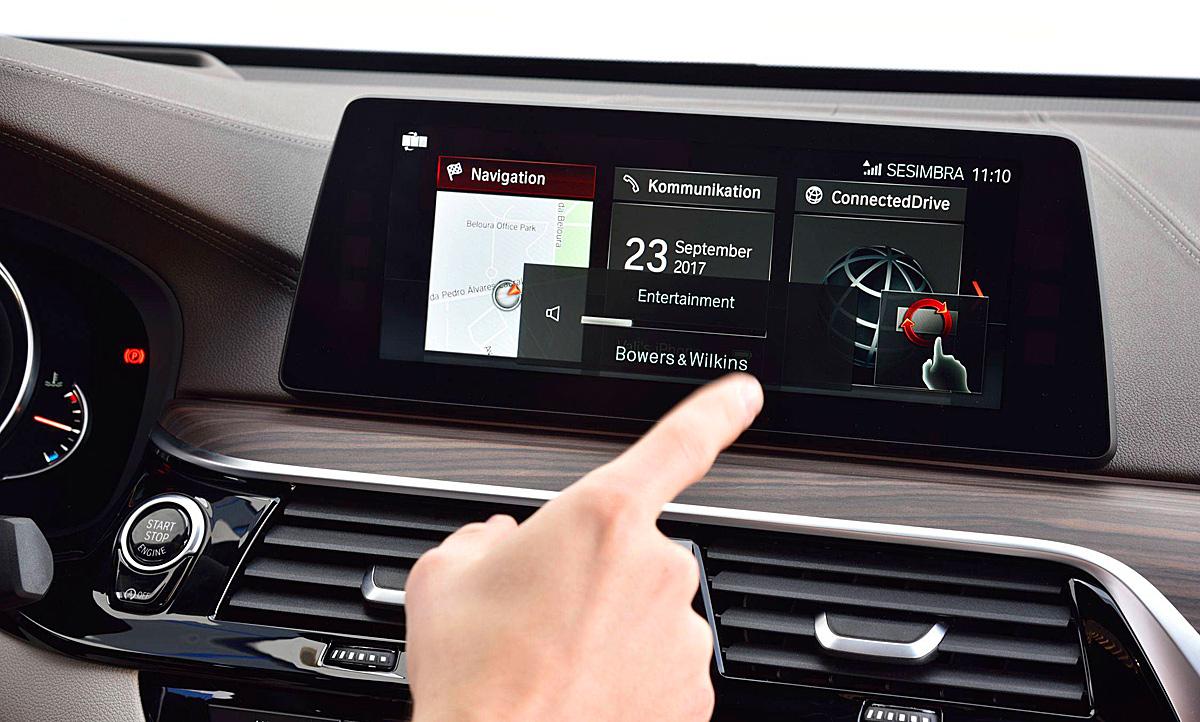 Infotainment nutzen bei 200 km/h: Haftung bei Unfall | autozeitung.de