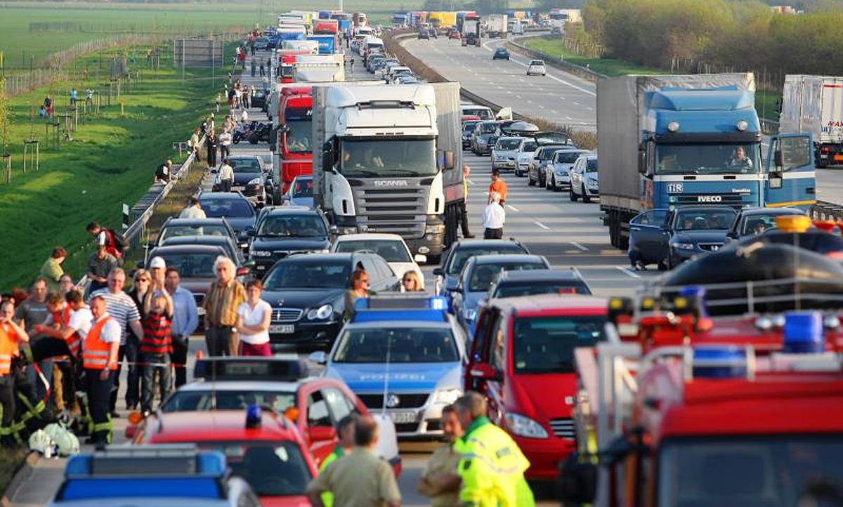 Rettungsgasse bilden: So geht's & Strafe | autozeitung.de