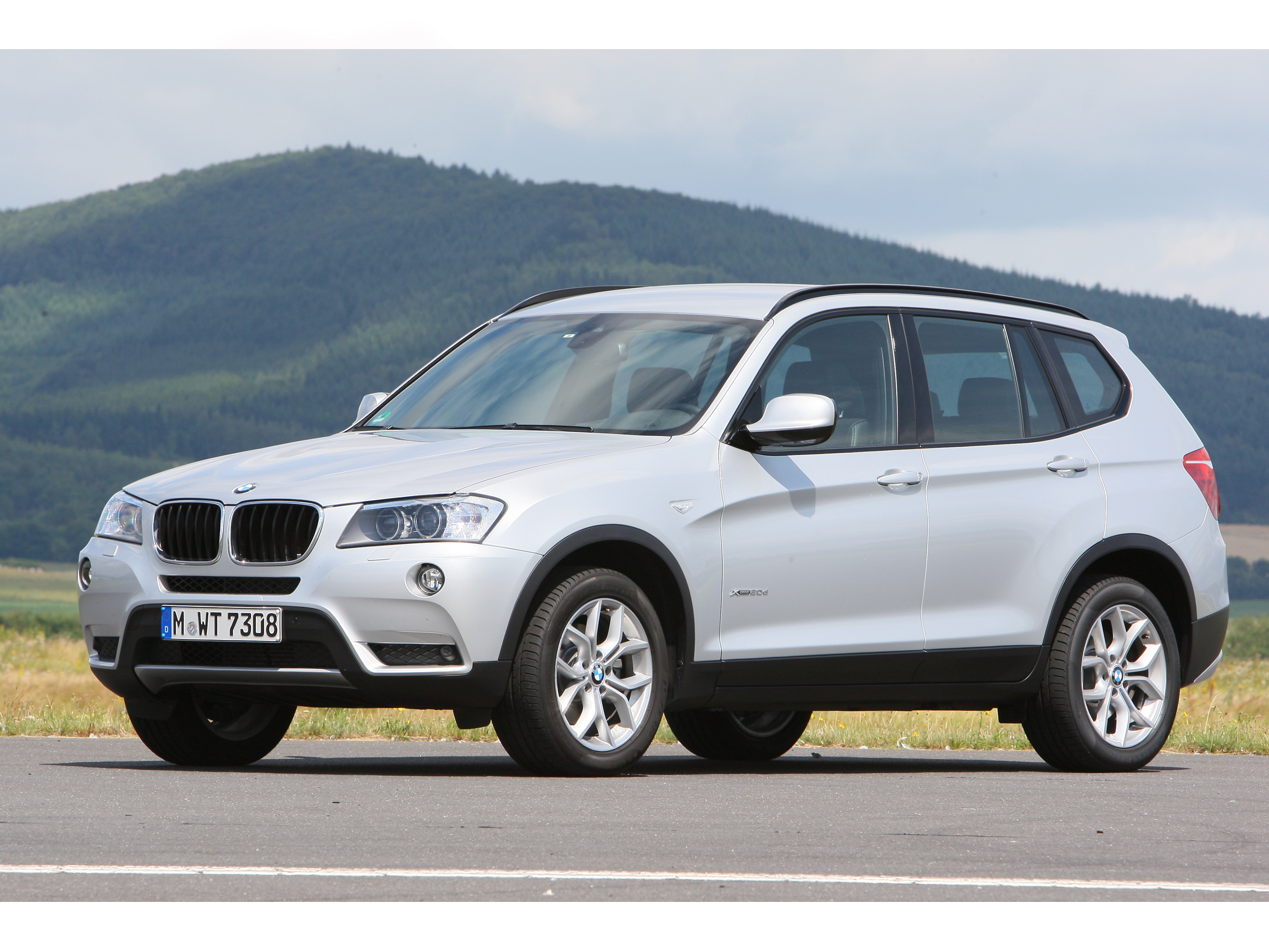 SUV Vergleich 2012 BMW X1 xDrive 20d gegen BMW X3 xDrive 20d
