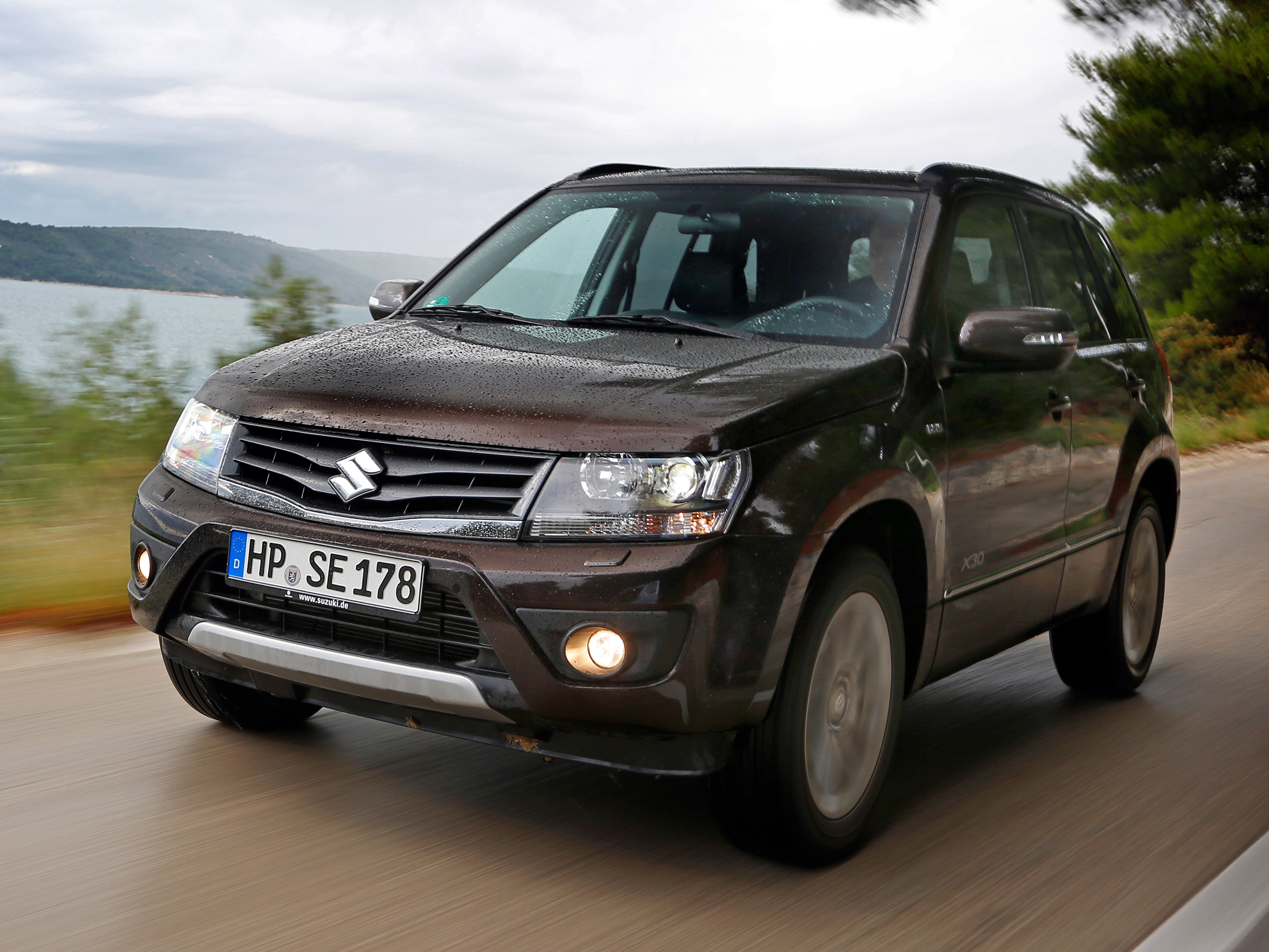suzuki grand vitara 2 4 2013 facelift im fahrbericht. Black Bedroom Furniture Sets. Home Design Ideas