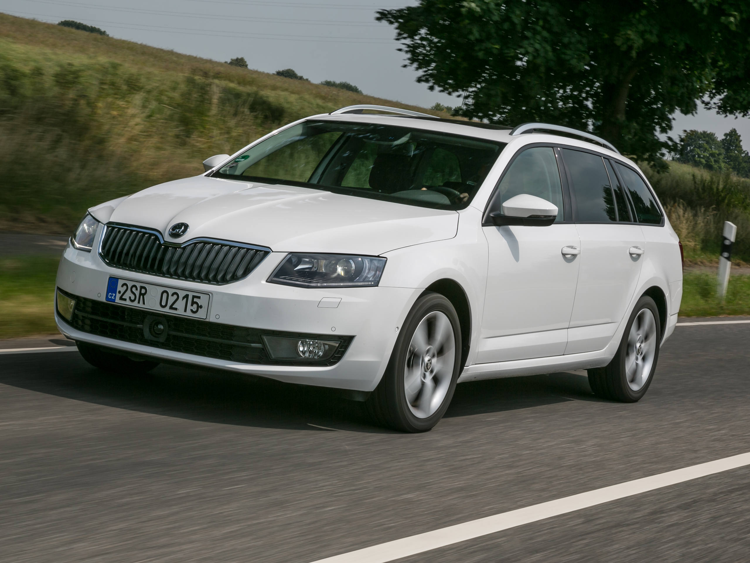 test skoda octavia combi 2 0 tdi 2013 bilder und. Black Bedroom Furniture Sets. Home Design Ideas