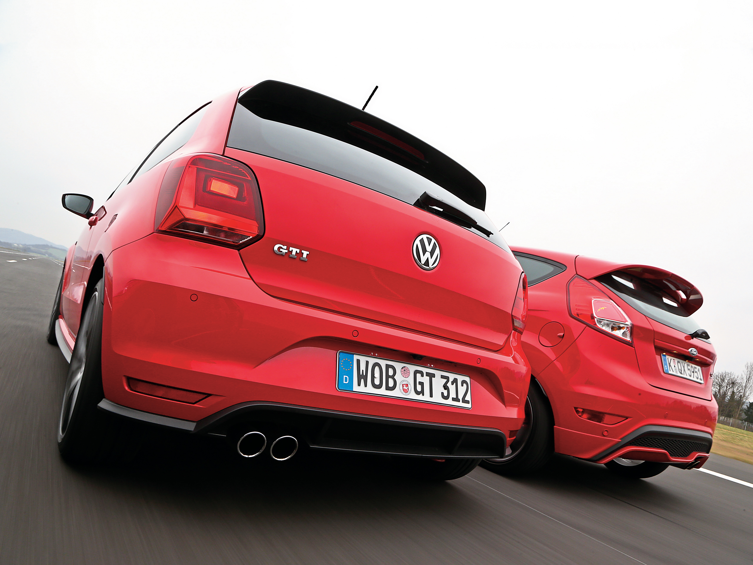 vw polo gti vs ford fiesta st im vergleich. Black Bedroom Furniture Sets. Home Design Ideas