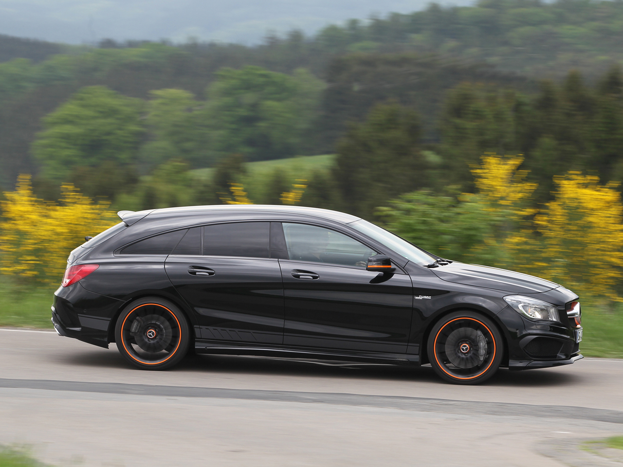 mercedes amg cla 45 shooting brake test. Black Bedroom Furniture Sets. Home Design Ideas