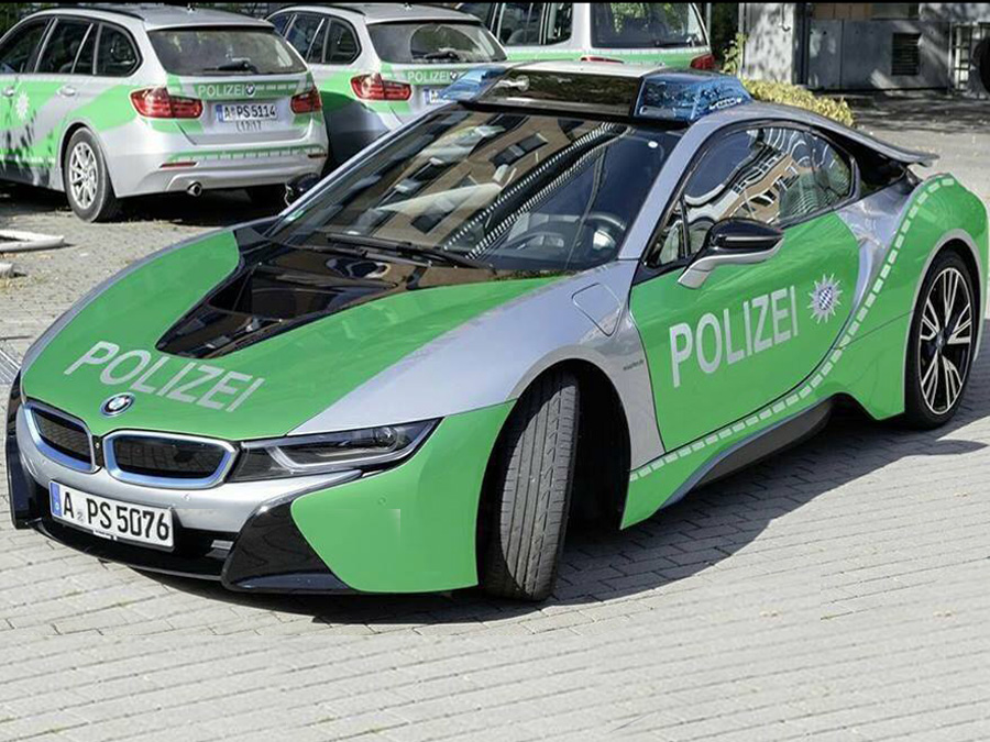 bmw i8 neues polizeiauto in augsburg. Black Bedroom Furniture Sets. Home Design Ideas