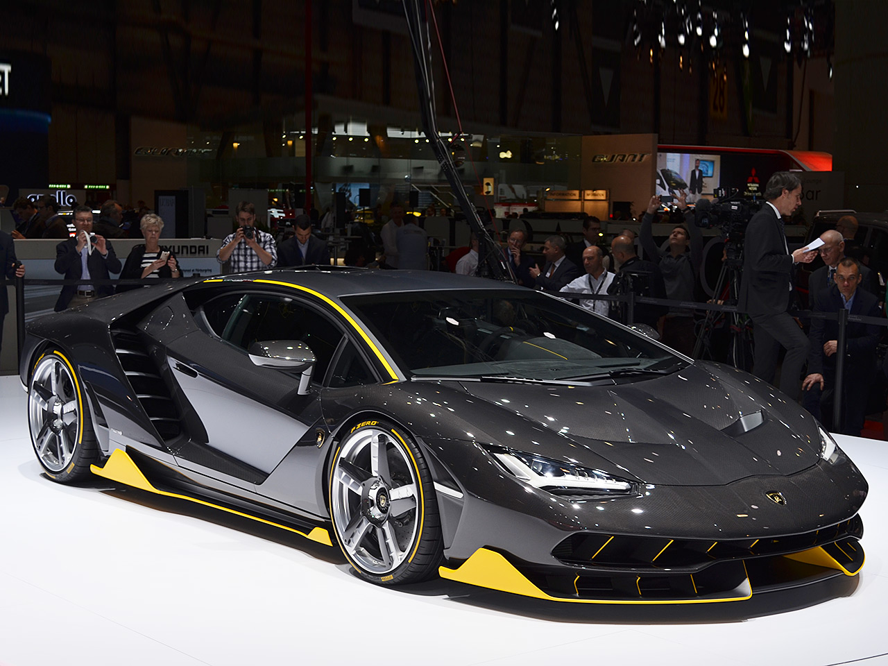 lamborghini centenario 2016 marktstart preis. Black Bedroom Furniture Sets. Home Design Ideas