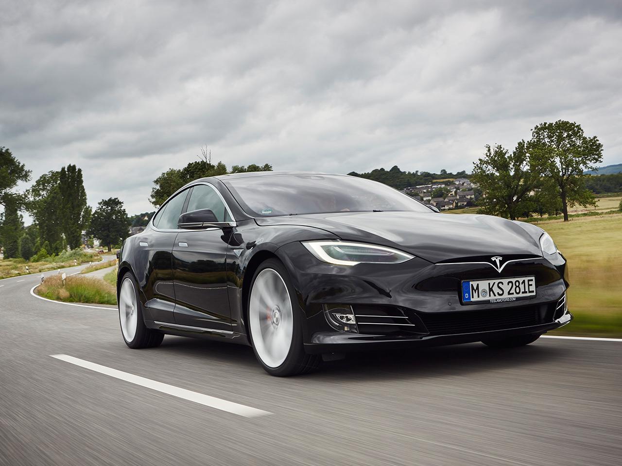 Tesla-Unfall mit Autopilot: Fahrer ignoriert Warnungen  