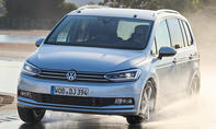 VW Touran als Sommerreifen-Testwagen 2017