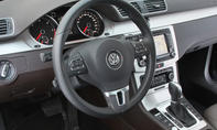 Cockpit des VW Passat 2.0 TDI BlueMotion Technology