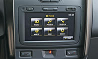 Bilder Dacia Duster TCe 125 4x2 2013 Fahrbericht Bordcomputer Touchscreen