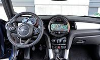 Mini Cooper Fünftürer 2014 Test Cockpit