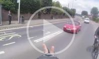 Video: Radfahrer vs. Mazda MX-5