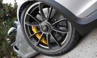 Porsche 911 silber Reifendetail