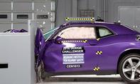 Dodge Challenger im IIHS-Crashtest