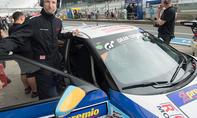 autozeitung.de-Redakteur Alexander Koch am Hyundai Veloster Turbo