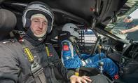 autozeitung.de-Redakteur Alexander Koch im Hyundai Veloster Turbo