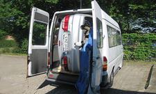Transport: Auto hockant in Transporter