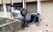 Audi Q5 fällt aus Parkhaus