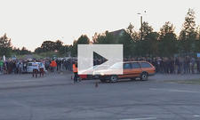 VW Passat gegen Ferrari 458 Italia: Video