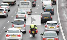 Motorrad im Stau: Video