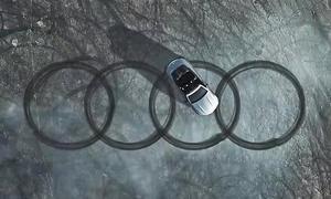 Mercedes malt Audi-Ringe auf den Asphalt