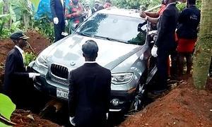 BMW X6 als Sarg