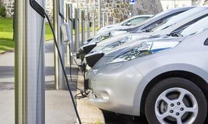 Elektroautos an Ladesäule