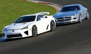 Das Duell des Jahres: Lexus LFA gegen Mercedes SLS AMG