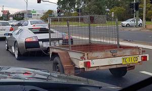 Lamborghini Murciélago mit Anhänger