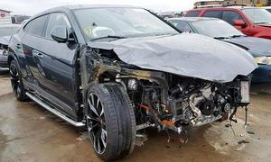 Lamborghini Urus gecrasht: Video