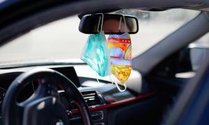 Maske im Auto