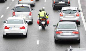 Motorrad: Überholen im Stau erlaubt?