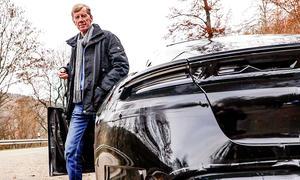 Walter Röhrl fährt Porsche Taycan
