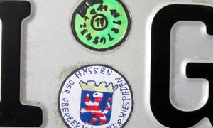 Selbstgemalte TÜV-Plakette