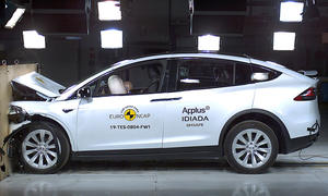 Tesla Model X (2016) im Crashtest