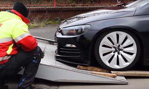 VW Scirocco wird abgeschleppt