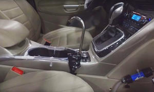 Wasserspender im Auto