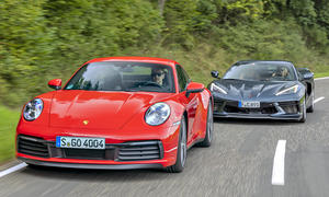Porsche 911 Carrera S/Corvette C8 Stingray