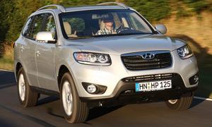 Hyundai Santa Fe 2.2 CRDi 2WD: Chromblende an der Front