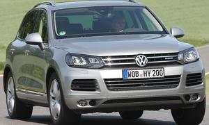 Dank elektrischer Unterstützung bietet der VW Touareg Hybrid Achtzylinder-Leistung bei Sechszylinder-Verbrauch