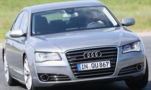 Mit 372 PS und 250 km/h Spitzengeschwindigkeit kommt die neue Luxuslimousine von Audi