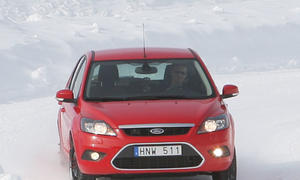 Winterreifen-Test 14 Winterreifen im Test (Dimension: 195/65 R 15 T)