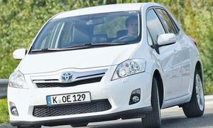 Toyota Auris Hybrid im Vergleichstest