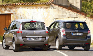 Toyota Verso 2.2 D-4D und Renault Grand Scénic dCi 130 - Heckansicht