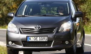 Bilder Toyota Verso 2.0 D-4D Life Front