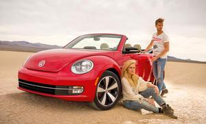 VW Beetle Cabriolet 2013 rot Wüste Präsentation