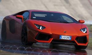 Bilder Lamborghini Aventador LP 700-4 Megavergleich 2012 Fahraufnahme Front