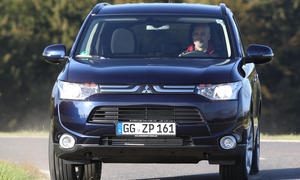 Bilder Mitsubishi Outlander 2.2 DI-D ClearTec 2WD Vergleich 2012