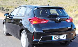 Bilder Toyota Auris 2.0 D-4D 2013 Vergleich Kompaktklasse Diesel Design
