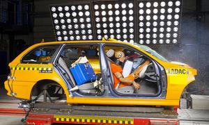 Urlaub Koffer Auto Sicherung Crashtest Unfall Ladung ADAC